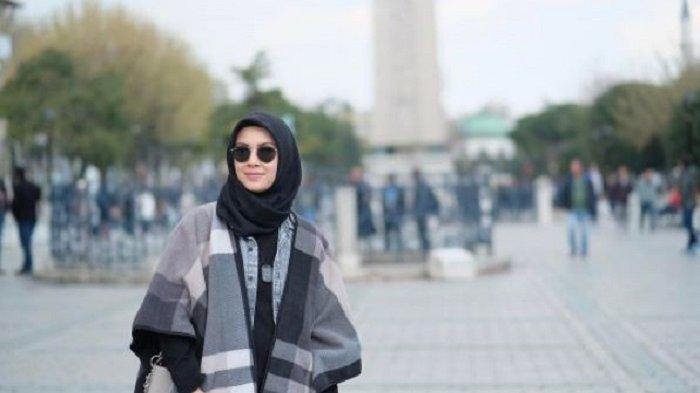 Mantap Berhijrah dan Jarang Muncul di TV, Aktris Cantik Ini Tiba-tiba Mention Akun Jokowi, Ada Apa?