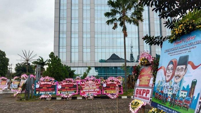 Detik-detik Pelantikan Etik Suryani-Agus Santosa, Kantor Setda Sukoharjo Dipenuhi Karangan Bunga