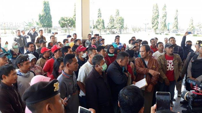 Ratusan Korban Investasi Bodong PT KAS Klaten Datangi Polres Klaten Minta Keadilan