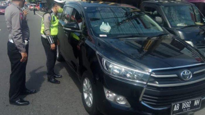 Polisi Gelar Razia Rapid Test di Tugu Kartasura, Sasar Pengguna Kendaraan Pribadi Solo-Jogja