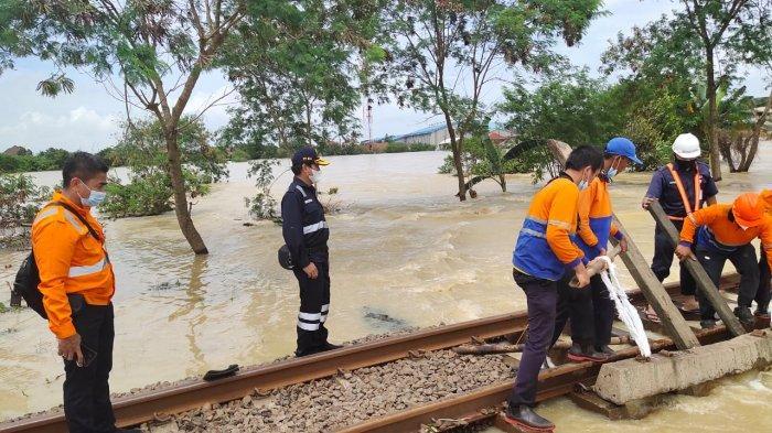 Jalur KA di Ledunggedeh-Lemahabang Terendam Banjir, PT KAI Batalkan Semua Perjalanan Melalui Daop 6