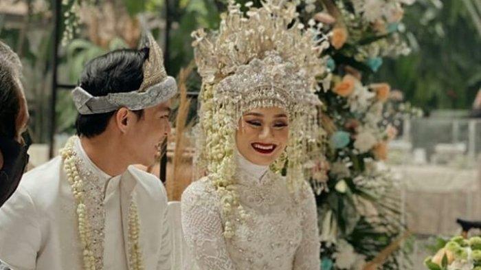 Resmi Menikah, Dinda Hauw Dapat Hadiah Spesial dari Rey Mbayang, Intip Momen Haru di Pernikahannya