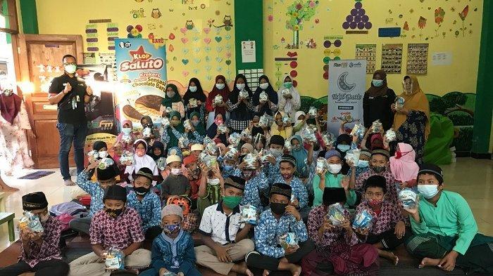 Ramadhan Berkah, Ria FM Berbagi Takjil Gratis saat Pandemi Covid-19 di Kawasan Solo Raya