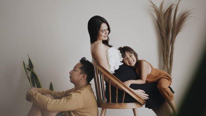 Sabai Morscheck Pemotretan Maternity, Intip Foto-fotonya dengan Konsep yang Sederhana