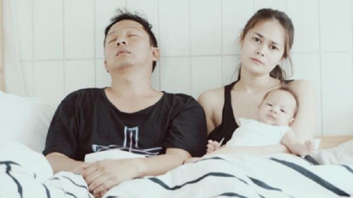 Sejak Punya Anak, Ringgo Akui Jarang Intim Dengan Istri