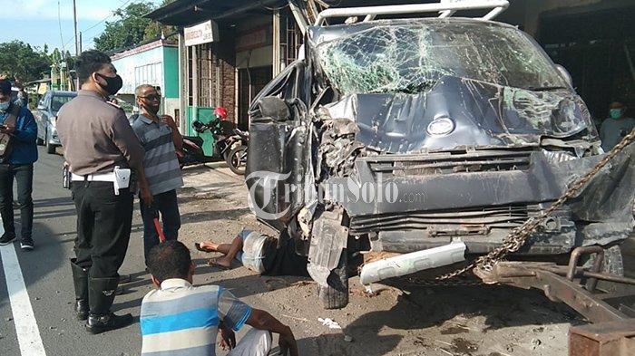 Ringsek Parah, Mobil Pikap Tabrak Rumah di Klaten, Dua Anak dalam Mobil Terluka