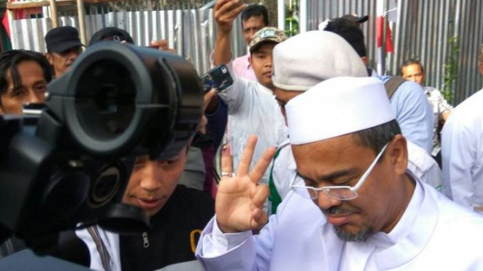 Lewat Sebuah Surat, Pengacara Memohon Jokowi Hentikan Kasus Rizieq Shihab