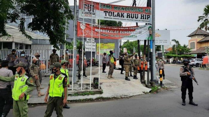 Spanduk Bergambar Rizieq Shihab di Solo Dicopoti Petugas, Kapolresta : Tidak Ada Batas Waktu