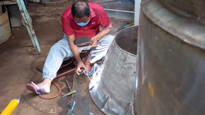 Inilah yang Dilakukan FX Rudy Pasca Purna Tugas Dari Walikota Solo, Jadi Tukang Las Tandon Air