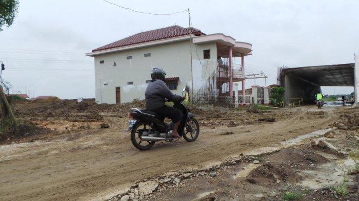 Rumah Pengusaha Warteg Ini Masih Kokoh Berdiri di Tengah Proyek Pembangunan Tol