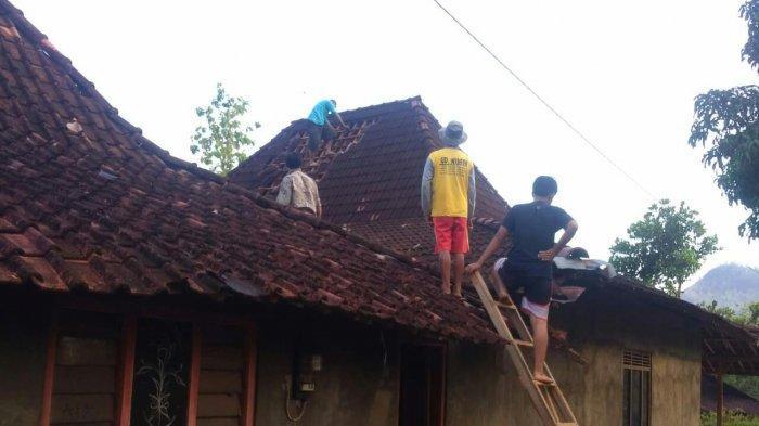 Diterjang Angin Puting Beliung Puluhan Rumah di Wonogiri Alami Kerusakan