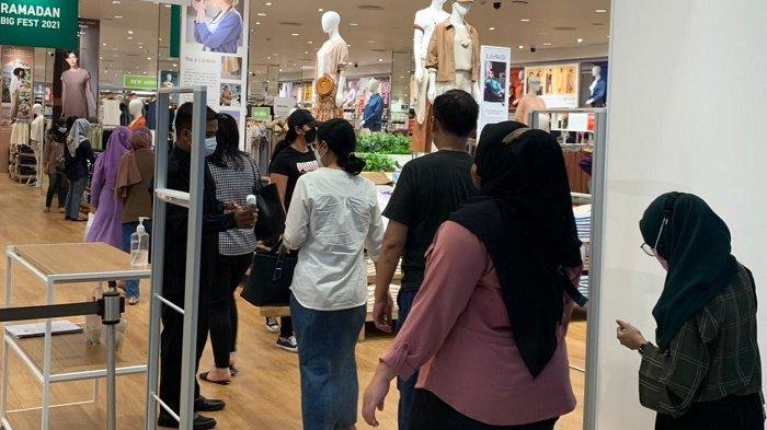 Tak Hanya di Klewer,Warga Solo Juga Memburu Baju Baru di Mall, Meski Tahun Ini Tak Ada Mudik Lebaran