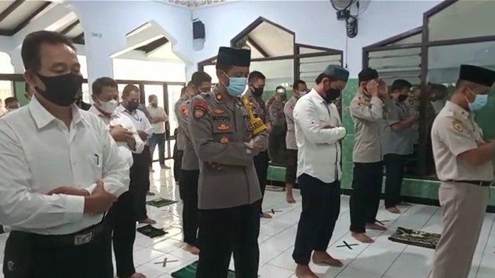 Tragedi KRI Nanggala-402 Tenggelam, Personil Polresta Solo Gelar Salat Gaib: Duka Mendalam