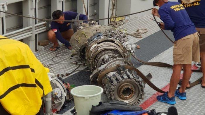 Satu Mesin Pesawat Lion Air PK-LQP Berhasil Diangkat Menggunakan Balon Udara