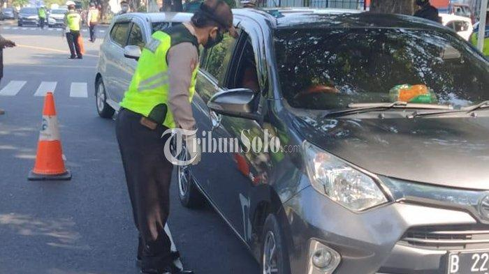 Nekat Melintas Solo, Dua Kendaraan Luar Kota Putar Balik, 9 Orang Jalani Swab Test Antigen