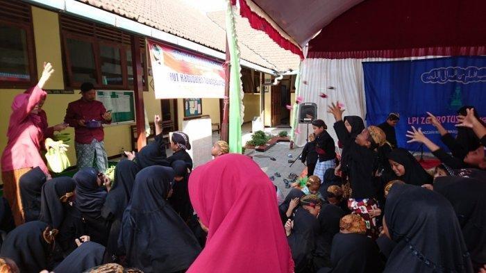 Peringati Maulid Nabi Muhammad SAW, Kecamatan Tulungagung Gelar Tradisi Sebaran Duit