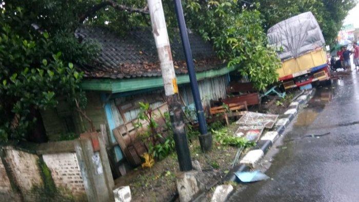 Sopir Mengantuk, Truk Seruduk Toko Barang Antik di Klaten, Pemilik Minta Ganti Rugi Rp 13 Juta