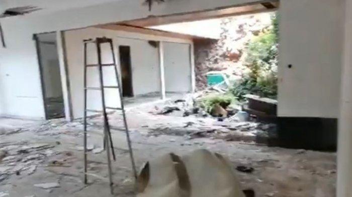 Sebuah video menunjukkan salah satu rumah mewah di kawasan Kebon Jeruk, Jakarta Barat, dibongkar maling.(TANGKAPAN LAYAR)