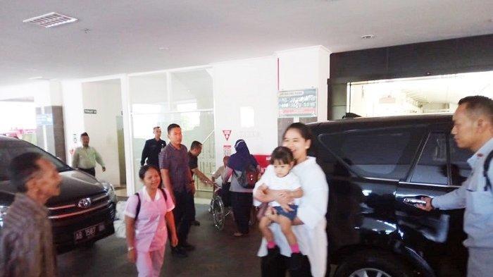 Jelang Kepulangan La Lembah Manah & Selvi, Iriana hingga Sedah Mirah ke RS PKU Muhammadiyah Solo