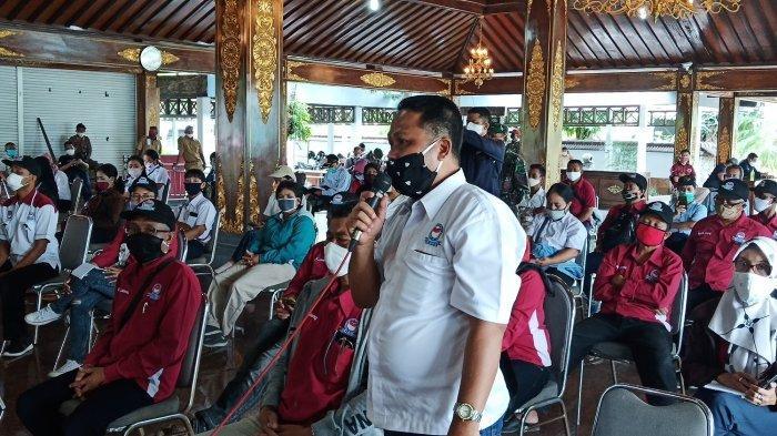 Puluhan Buruh PT Tyfountex Geruduk Pemkab Sukoharjo, Mengeluh Gaji dan THR Belum Dibayarkan