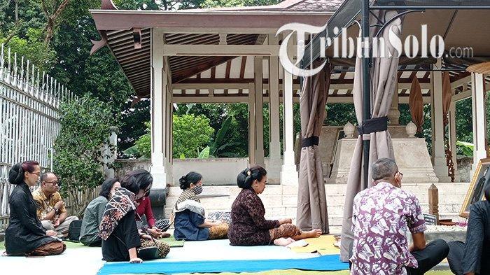 Diam-diam Dua Pangeran Sudah Ziarah ke Makam Ayahanya KGPAA Mangkunegara IX, Kini Hanya Kerabat Saja