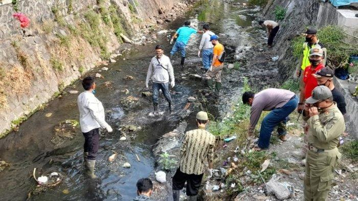 Kesaksian Warga Solo Tak Masalah Kena Sanksi Bersihkan Sungai : Pelajaran yang Sangat Berharga