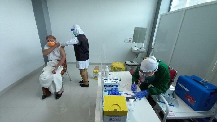 Vaksinasi Dosis Kedua Dimulai Hari Ini, Sekda - Ketua DPRD Solo Disuntik di RS Bung Karno