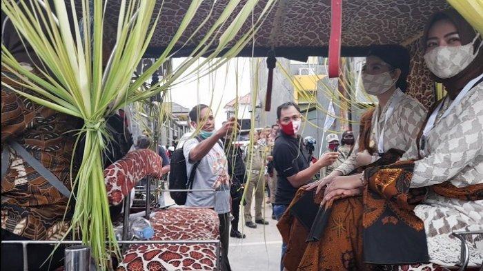 Selvi Ananda Naik Andong Bareng Istri Teguh Prakosa Pulang dari KPU, bak Artis Jadi Sasaran Foto