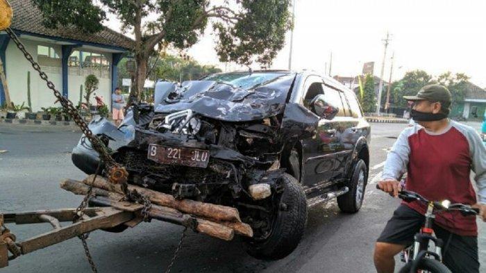 Pajero VS Truk di Sukoharjo, Kedua Mobil Rusak Parah, Satu Orang Luka-luka
