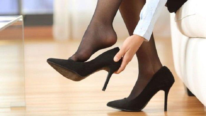 Jangan Sampai Kekecilan Atau Kebesaran Begini Lho Cara Memilih Ukuran Sepatu Yang Tepat Tribun Solo