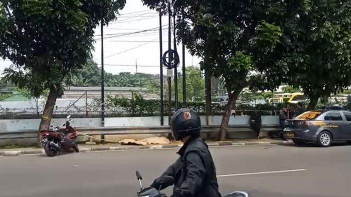 Pria Berkaos Hijau dan Bercelana Biru Dongker Ditemukan Tewas di Trotoar di Jakarta Selatan
