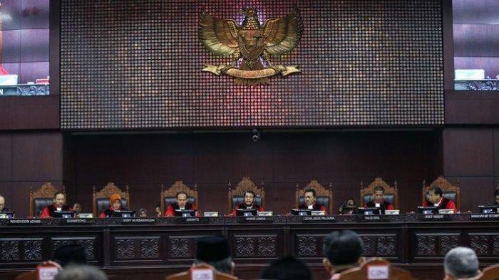 MK Tolak Dalil Prabowo-Sandi soal Ajakan Berbaju Putih di TPS: Dalil Pemohon Tidak Relevan