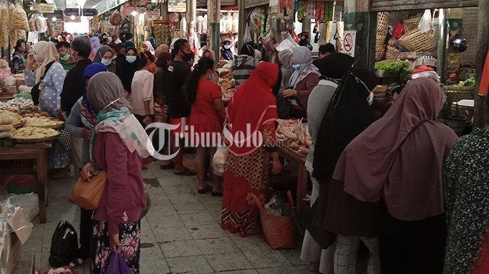 Besok Lebaran, Pasar Bunder Sragen Sesak Pembeli, Pedagang : Ramainya Baru Hari Ini