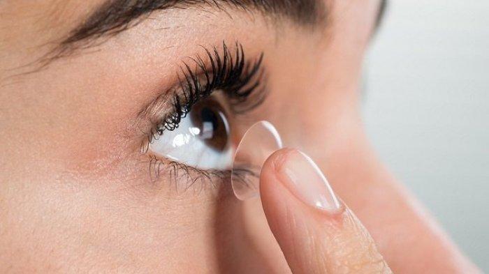 Selama Pandemi, Dokter Sarankan Pengguna Lensa Kontak Ganti Pakai Kacamata untuk Cegah Covid-19