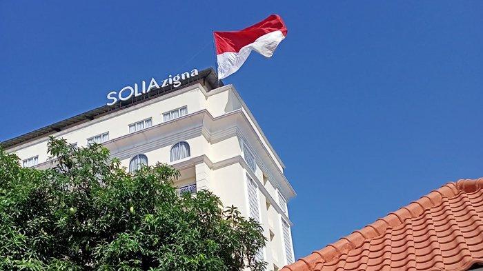 Hotel Solia Zigna Solo Kibarkan Bendera Merah Putih Raksasa