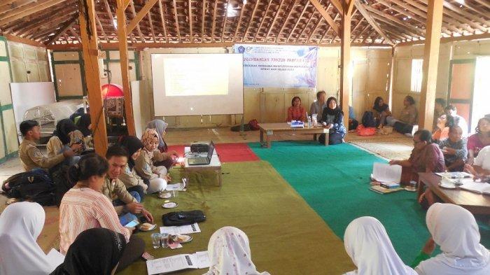 Tim FATIPA Unisri Sosialisasikan STPP sebagai Pengganti Borak di Pengusaha Karak