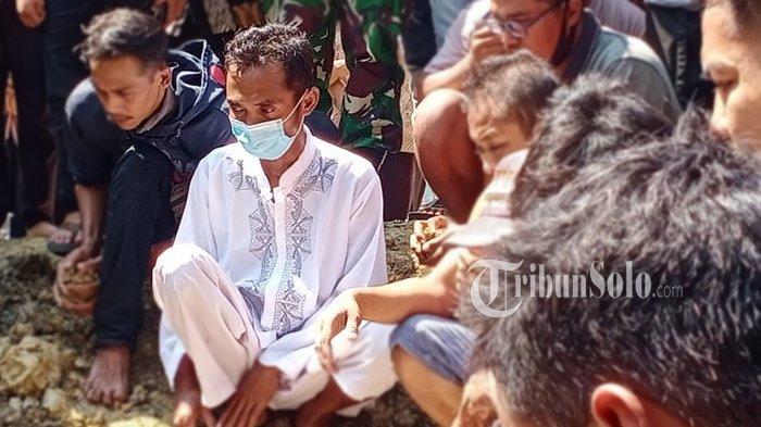 Tangis Andi Pecah, Lihat 2 Anak dan Istrinya Pulang ke Rumah Jadi Jenazah, Korban Perahu Maut WKO