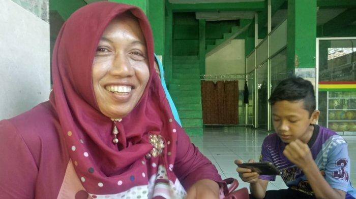 Ibu Santri Ponpes Singo Ludiro Harus Sewa Mobil AntarTumpeng Syukuran Pelantikan Jokowi-Ma'ruf