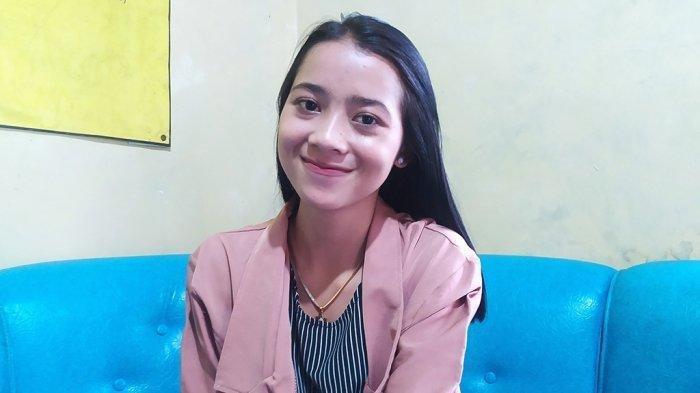 Sosok Wanita Cantik Hastin Maharani Mahasiswa Asal Klaten yang berjualan di Jalur Pendakian Gunung Lawu