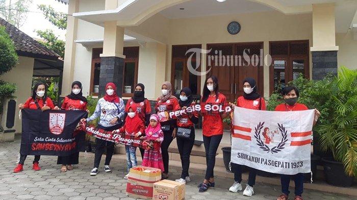 Potret Srikandi Pasoepati Gelar Aksi Sosial di Solodan Sukoharjo, Berharap Bisa Bantu Sesama