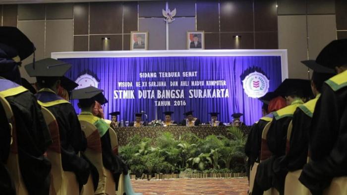 STMIK Duta Bangsa Solo Mewisuda 299 Mahasiswanya