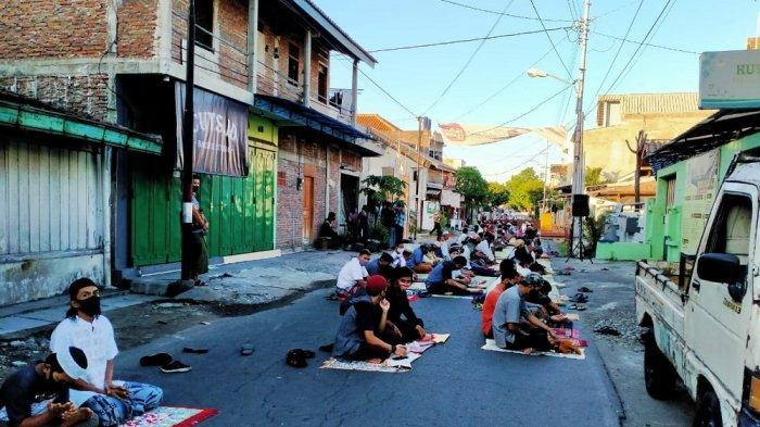 Dua Masjid di Pasar Kliwon Gelar Salat Id Berjamaah, Tetap Memperhatikan Protokol Kesehatan Covid-19
