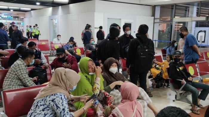 Bantu Trauma Healing Keluarga Korban Sriwijaya Air, Polisi Bandara Siagakan 15 Polwan