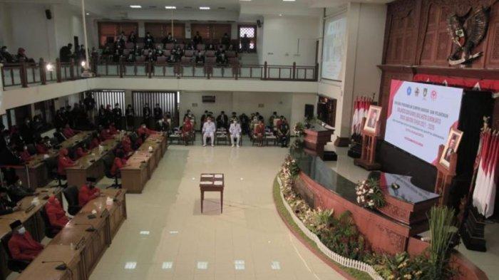 Suasana pelantikan Gibran-Teguh di Gedung DPRD Solo, Jumat (26/2/2021).