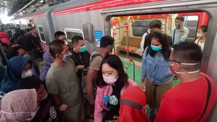 Long Weekend, KRL Yogyakarta - Solo Diserbu Penumpang, Petugas Stasiun Sampai Kualahan