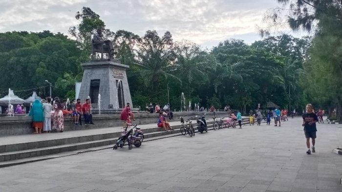Suasana Plaza Stadion Manahan Kota Solo saat pelaksanaan hari kedua Jateng di Rumah Saja, Minggu (7/2/2021).