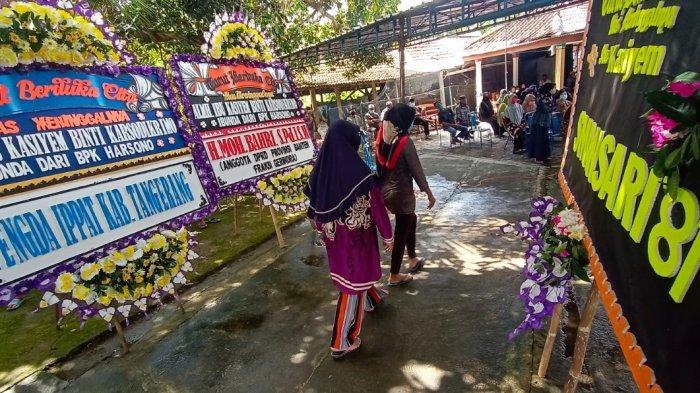 Suasana Rumah Duka Mbah Cublak di Pule Wonogiri, Pelayat dan Karangan Bunga Berdatangan