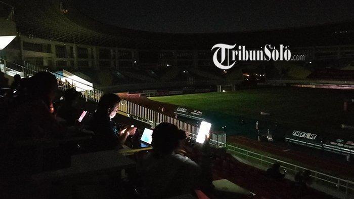 Listrik di Stadion Manahan Sempat Padam Sebelum Derby Mataram Dimulai, PLN : Ada Gangguan Temporer