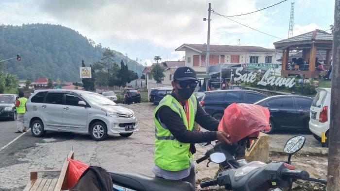 Sosok Supadno, Tukang Parkir di Tawangmangu yang Dua Kali Viral: Pernah Selamatkan Pengendara Motor