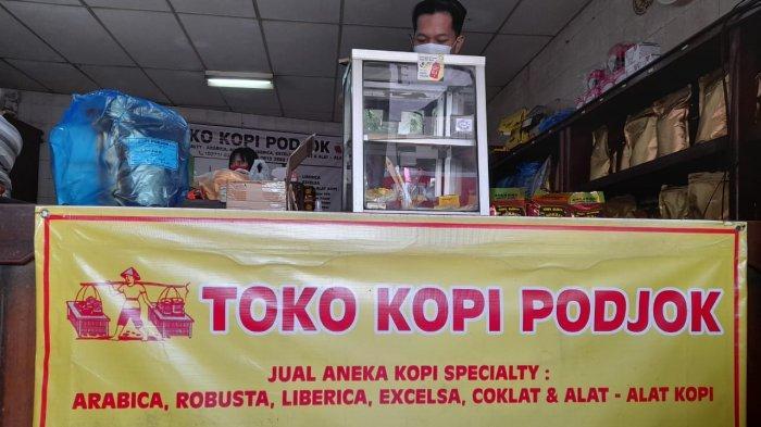 Eksis Sejak 1947 Silam, Toko Kopi Legendaris di Pasar Gede Solo Tak Takut Menjemurnya Coffee Shop